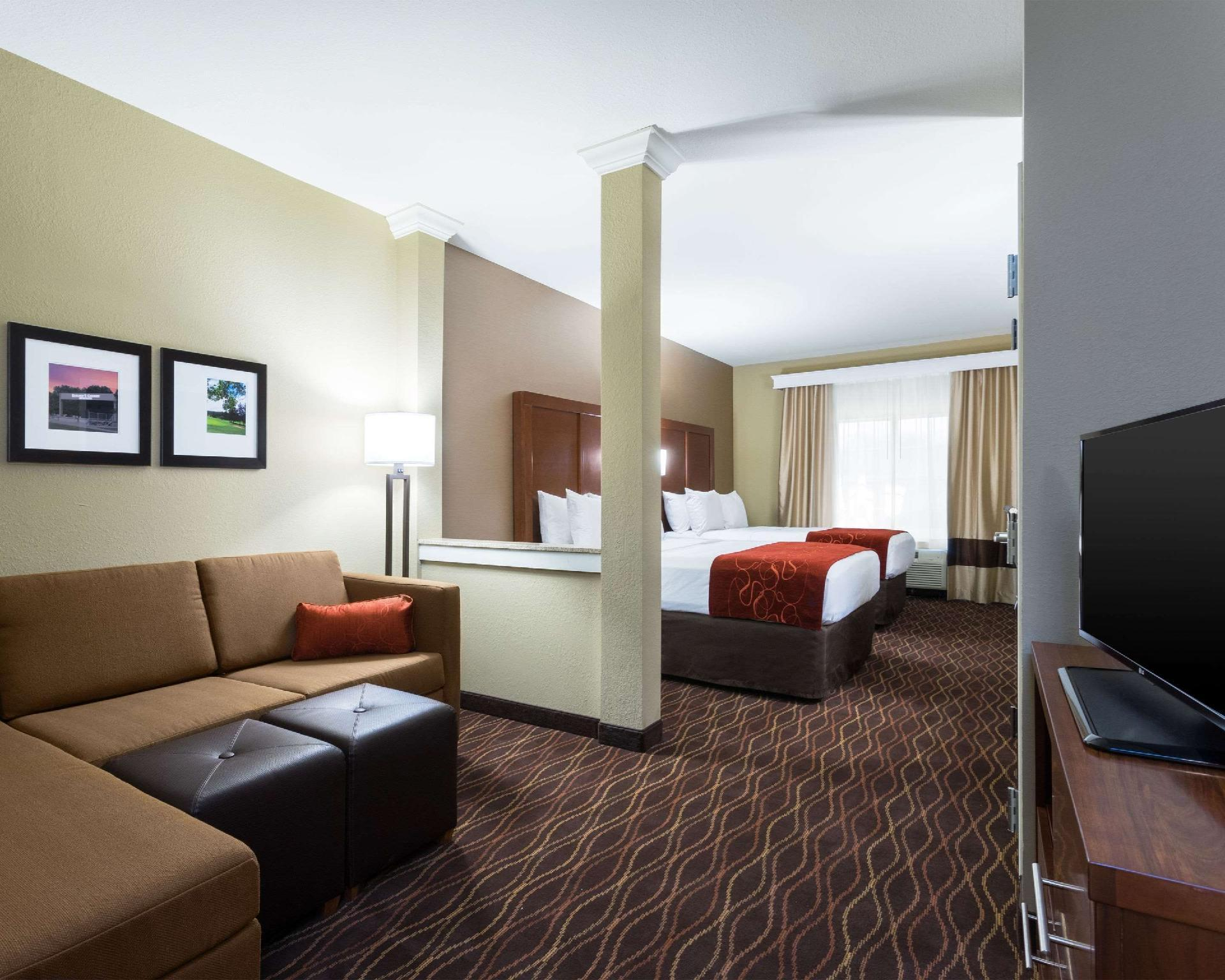 2 Queen Beds, Suite, Non-Smoking, Accessible