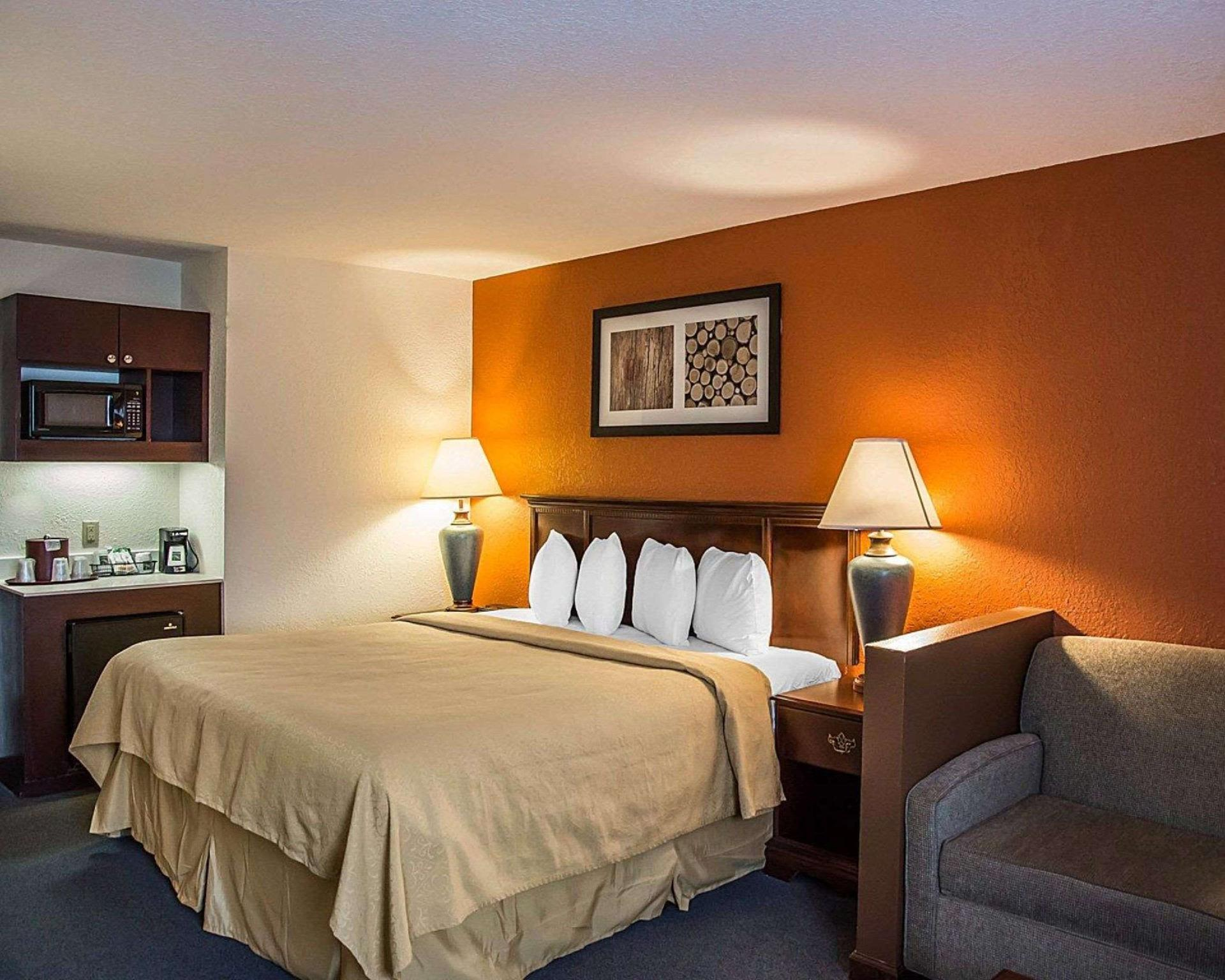 1 King Bed, Suite, Non-Smoking