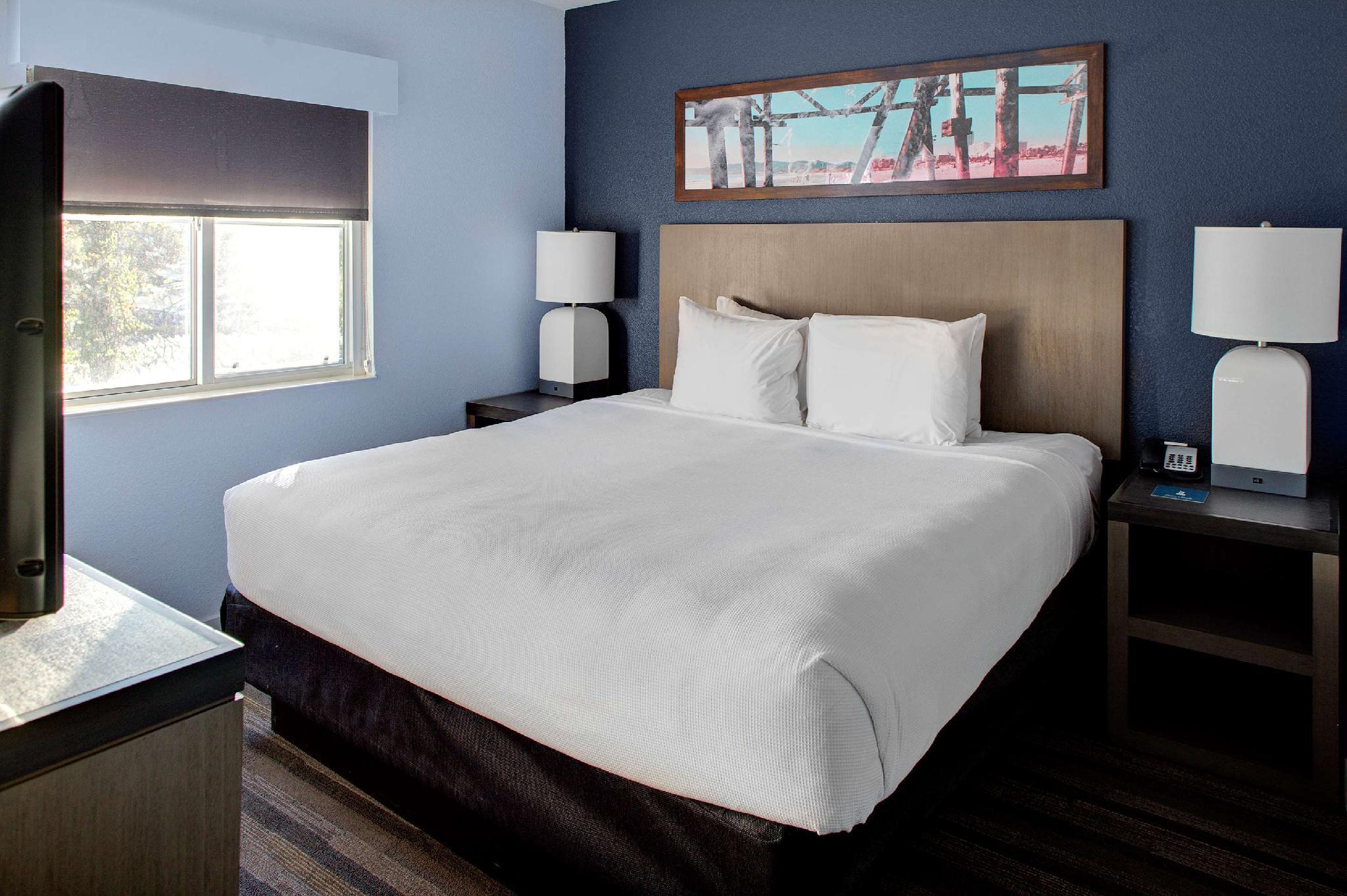 ADA 2 Bedroom 1 Queen 1 King with Tub
