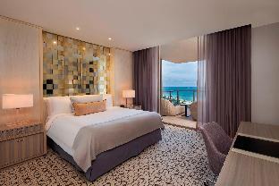 Atlantic, Suite, 1 King, Alternate bed:  sofa bed, Oceanfront