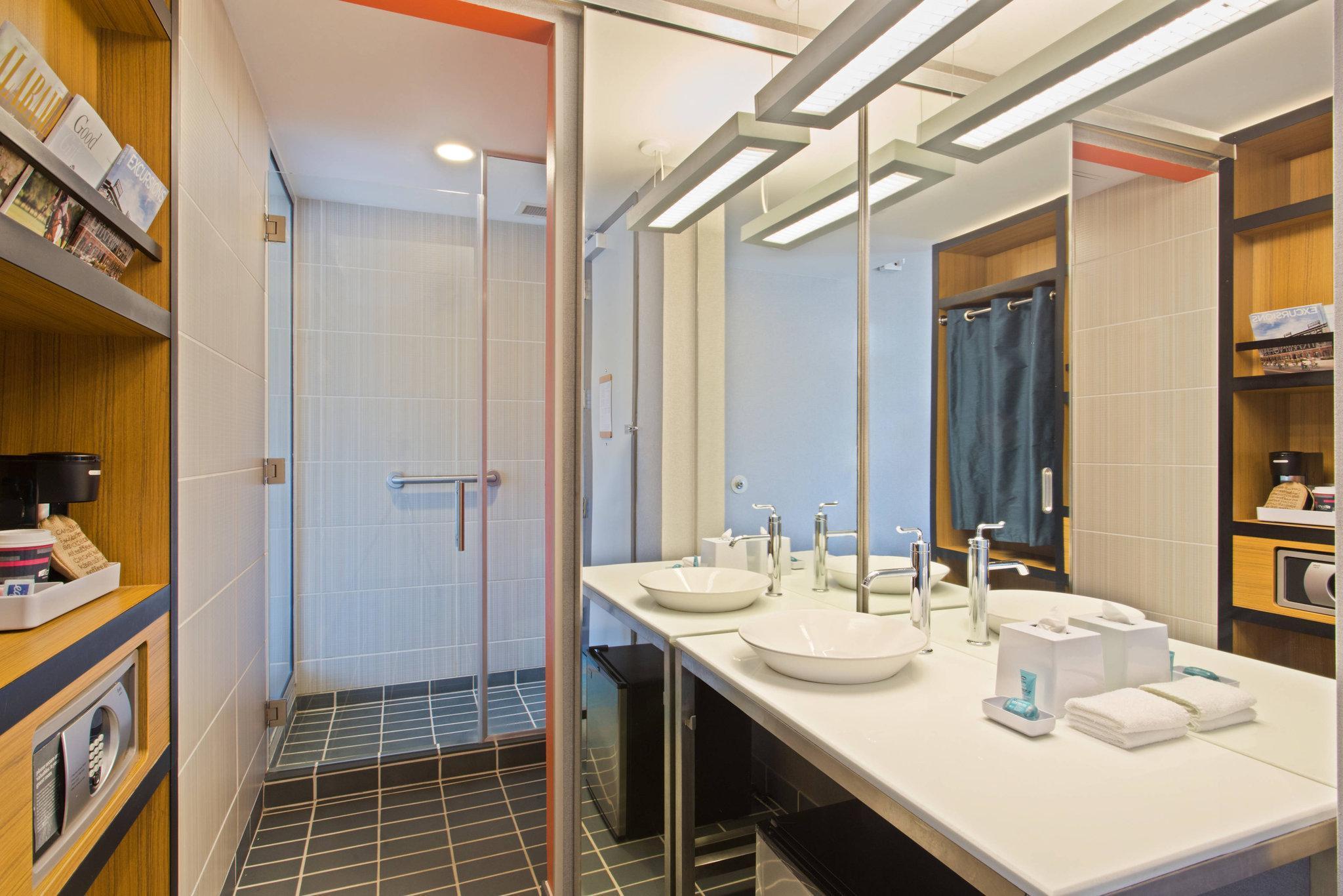 Aloft, Guest room, 2 Queen