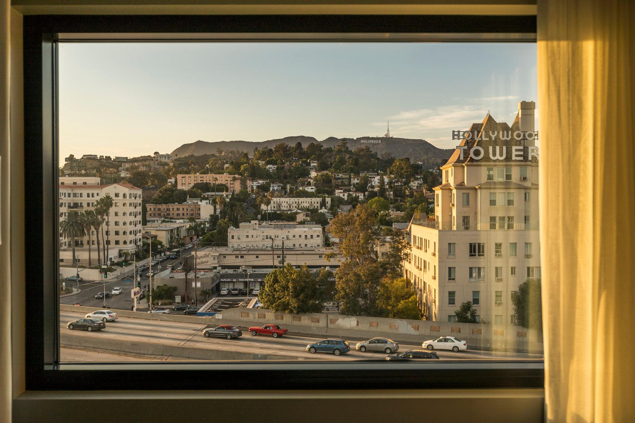 Hollywood Hills Two Queen