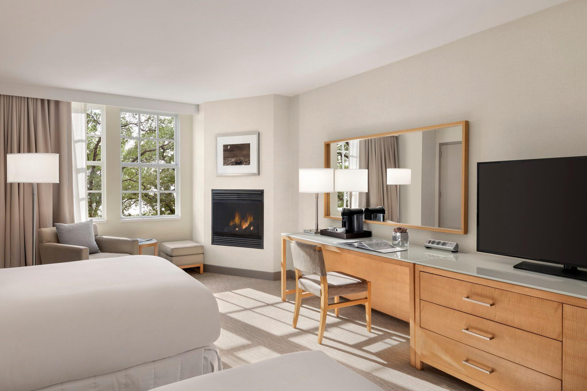2 Double Beds With Fireplace