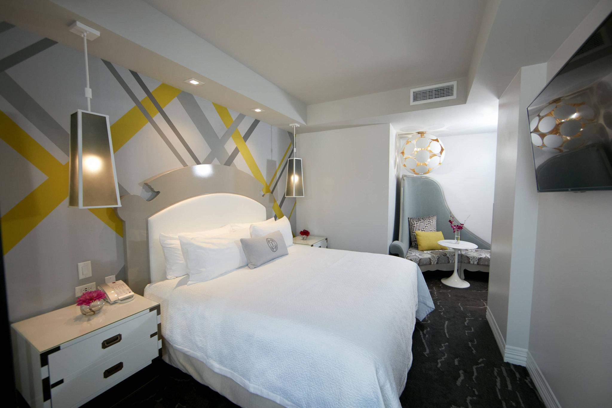 1 Bedroom Junior Suite, 1 King, Sofa bed, City view