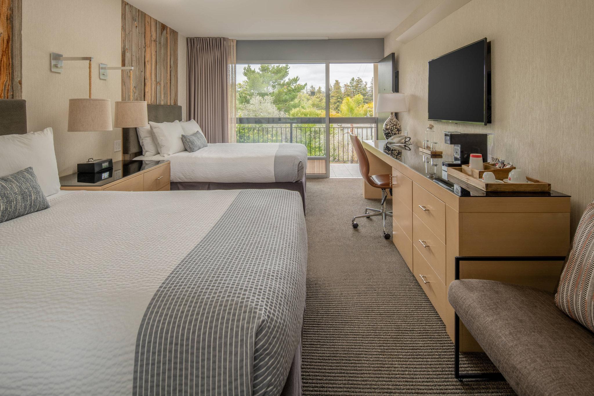 Guest room, 2 Queen, Pool view