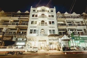 Hotel Grand Elevation