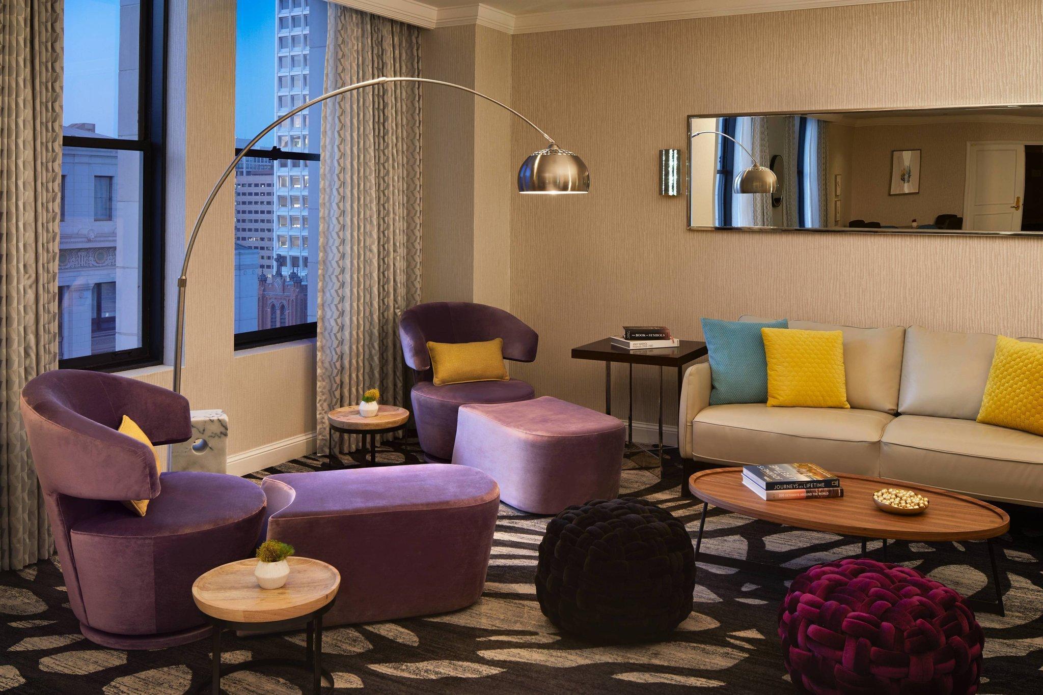 Club level, 1 Bedroom Suite, 1 King, City view, High floor