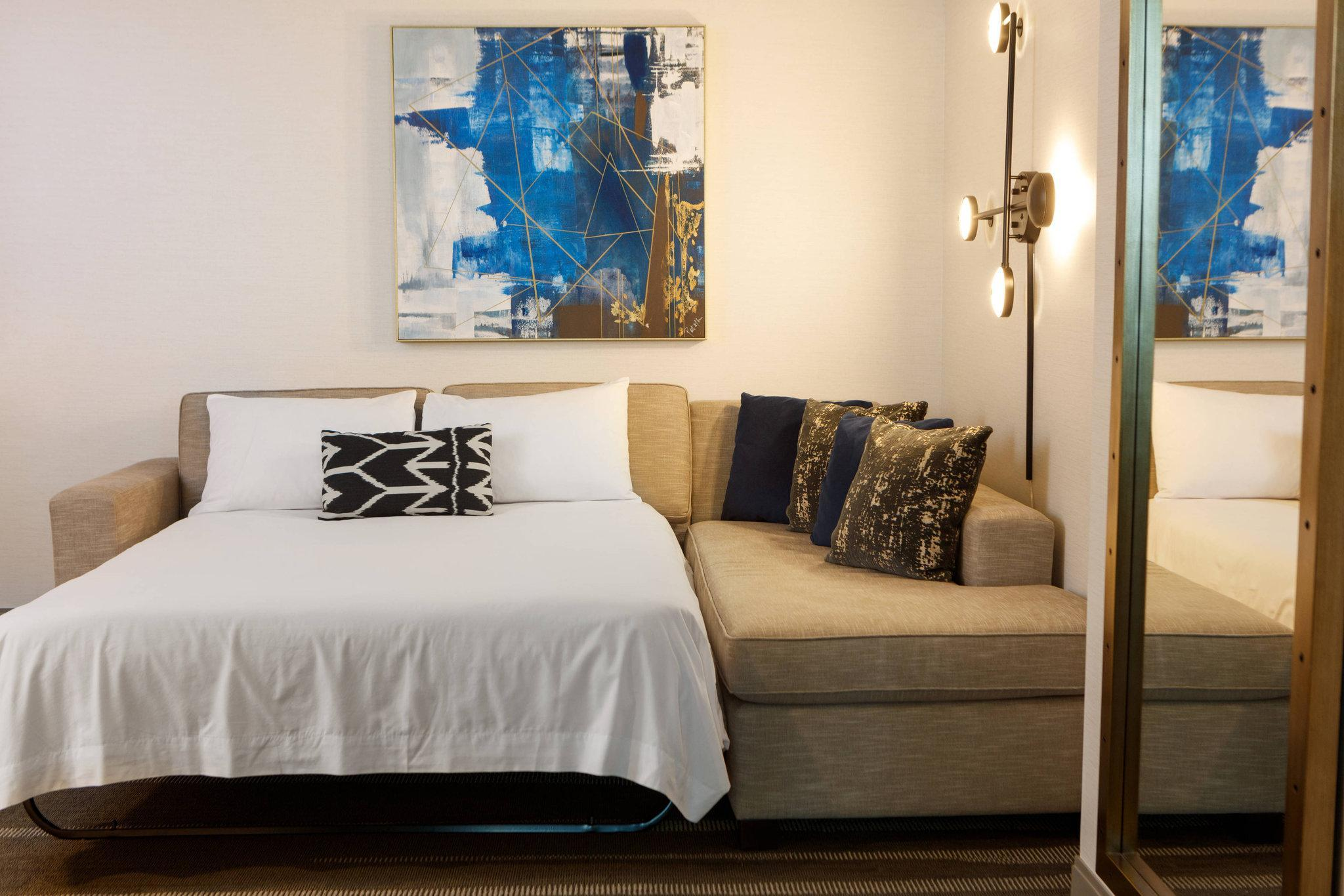 1 Bedroom Executive Suite, 1 King, Sofa bed