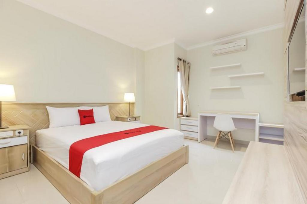 Fasilitas kamar RedDoorz Premium near Ragunan Zoo 2