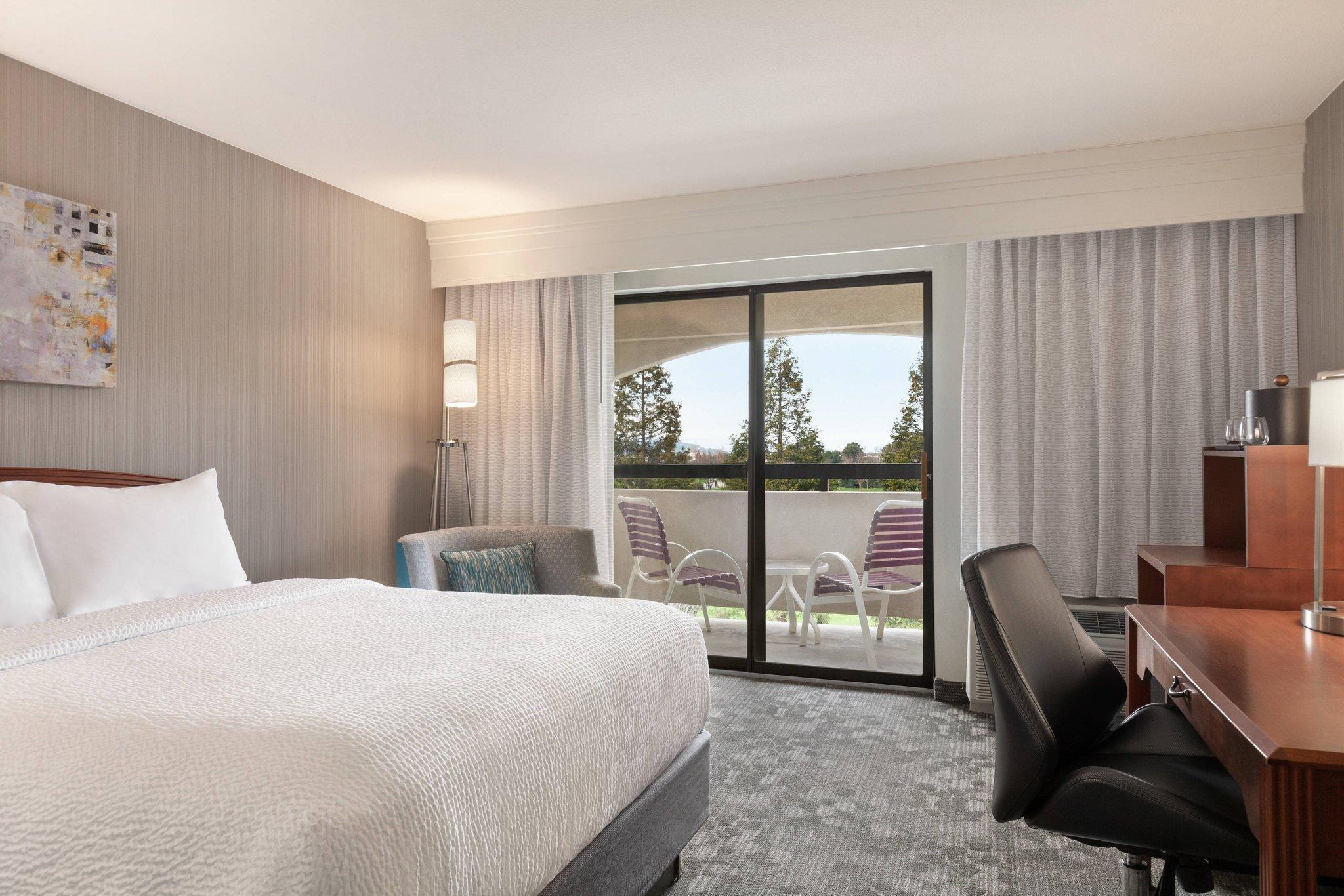 Guest room, 2 Queen, Balcony