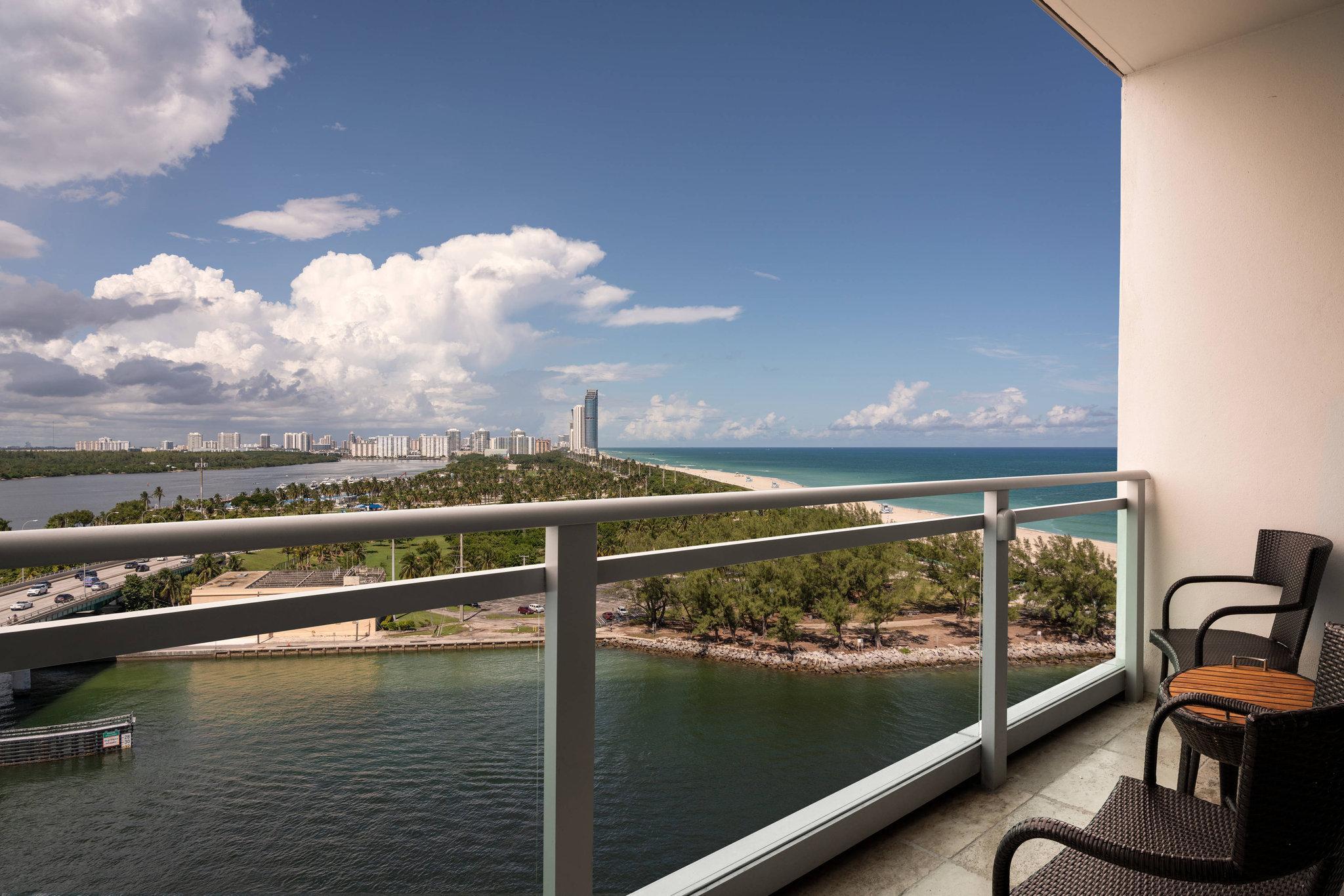 Oceanfront, Guest room, 2 Queen, High floor, Balcony