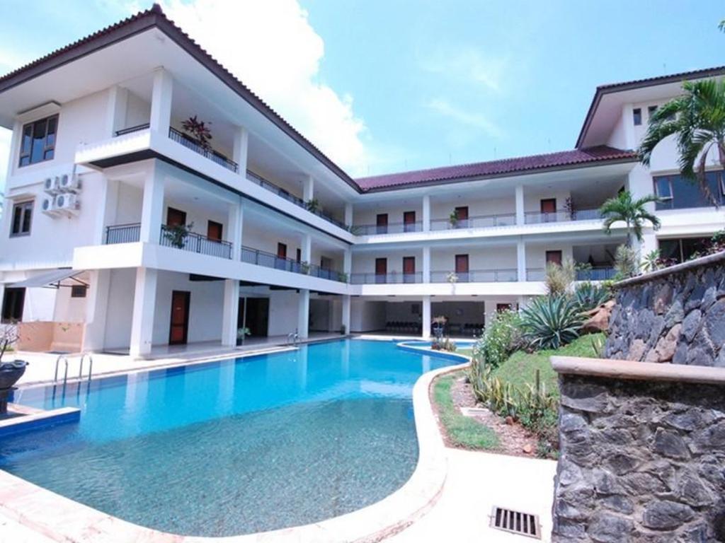Fasilitas kolam renang di Ole Suite Hotel and Cottage