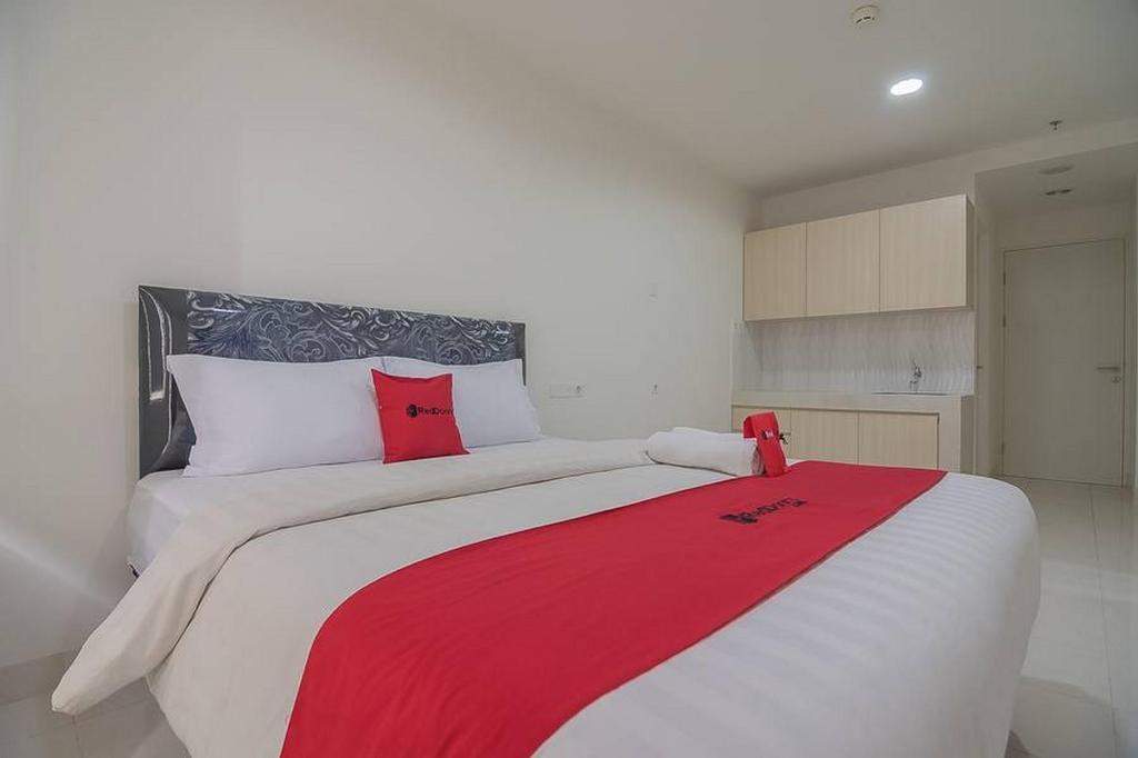 Fasilitas kamar RedDoorz Apartment @ Sentul Tower