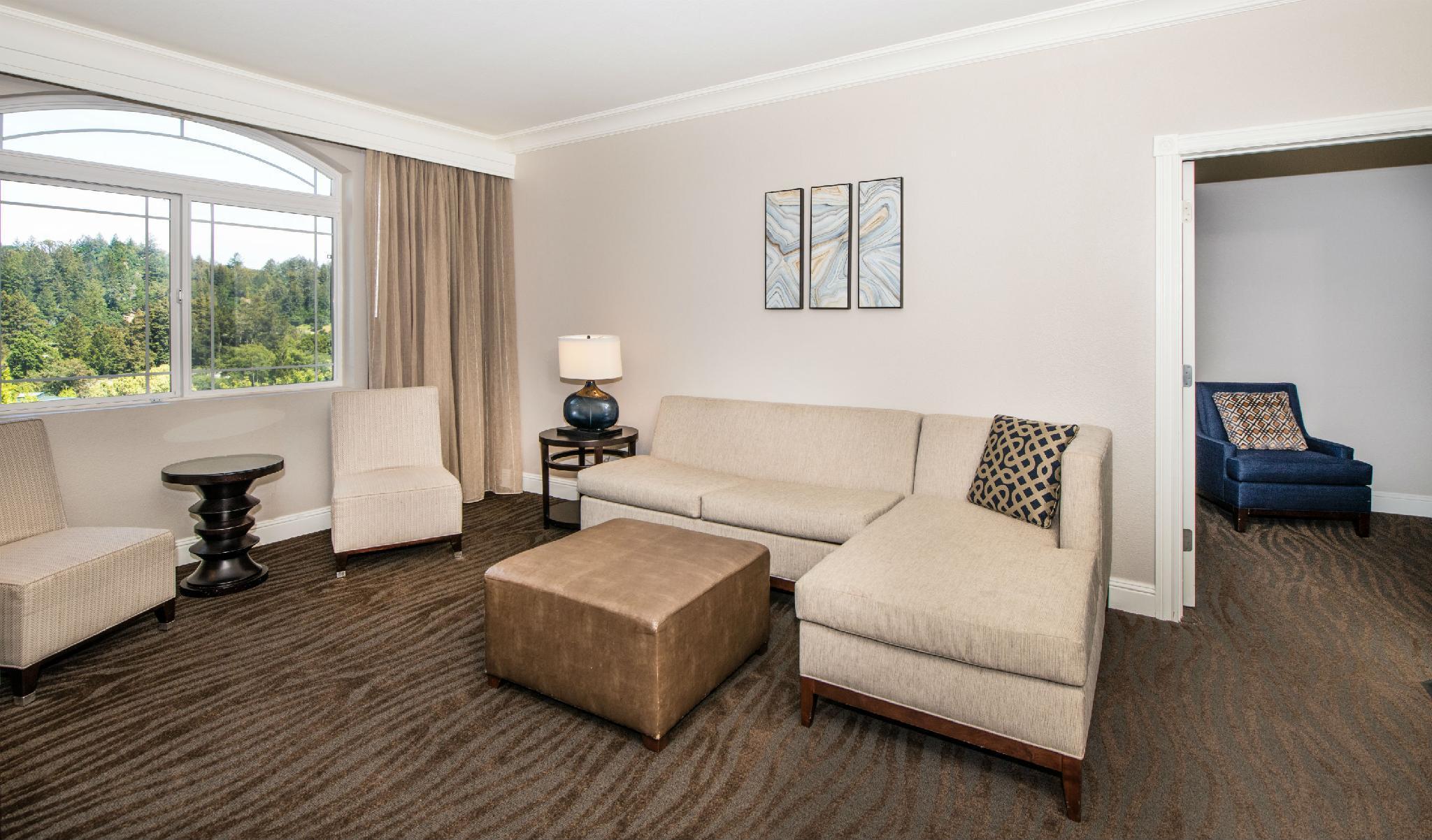 1 King 1 Bedroom Suite Balcony