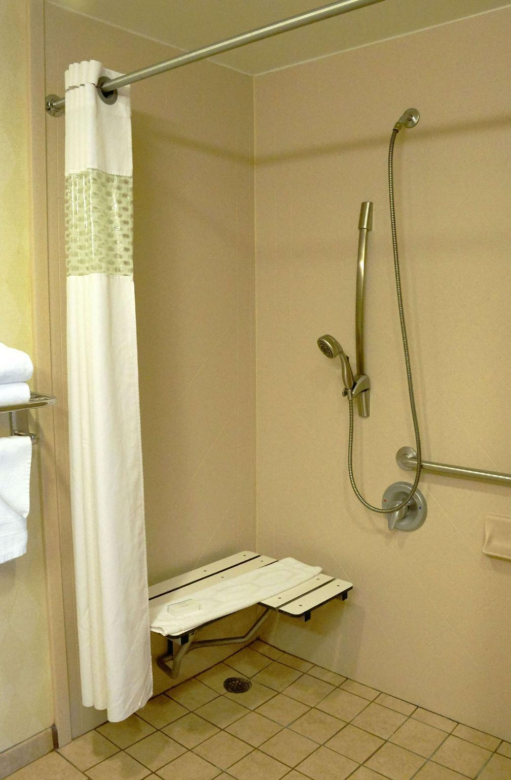 2 Queen Mobility Hearing Accessible Roll In Shower Studio Non-Smoking