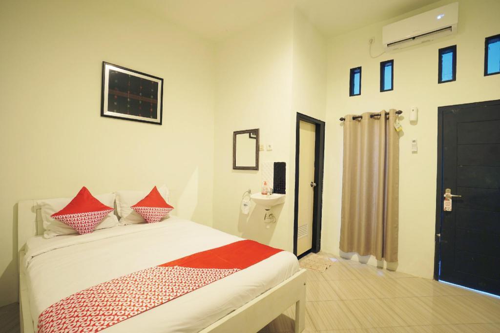 Fasilitas kamar OYO 967 Cajoma Guesthouse
