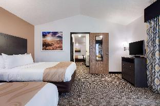 1 King Bed, 2 Queen Beds, Suite, Nonsmoking