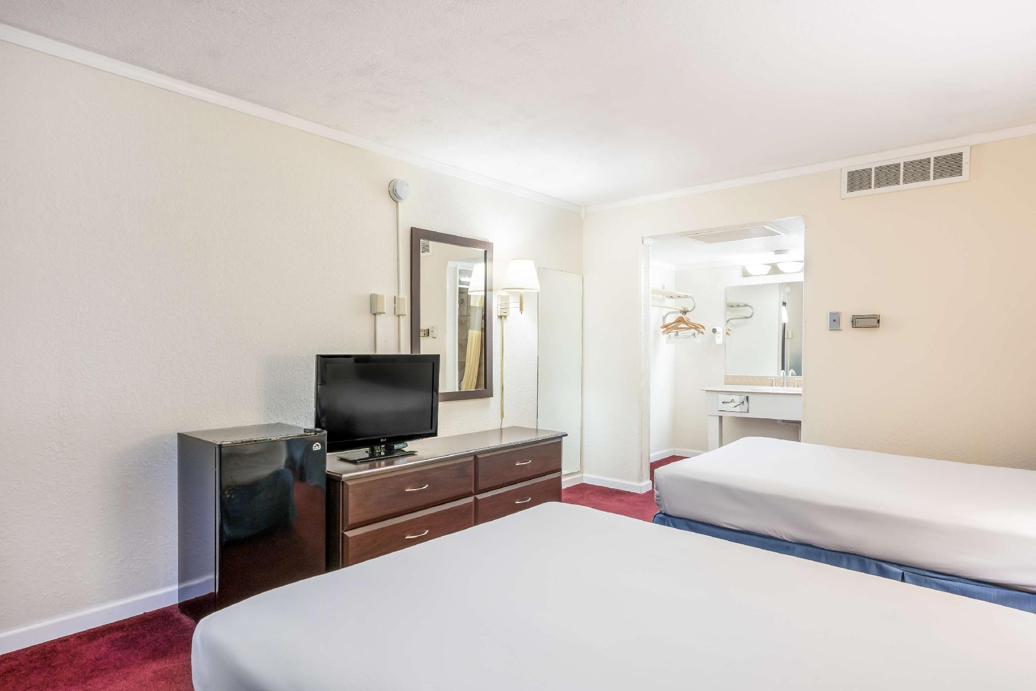 2 Double Beds Deluxe Non Smoking