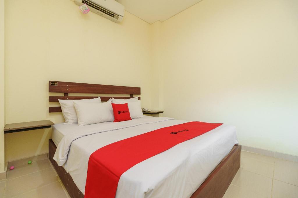 Fasilitas kamar RedDoorz near Jembatan Siti Nurbaya Padang