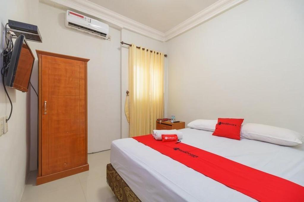 Fasilitas kamar RedDoorz Syariah @ Panglima Nyak Makam Aceh