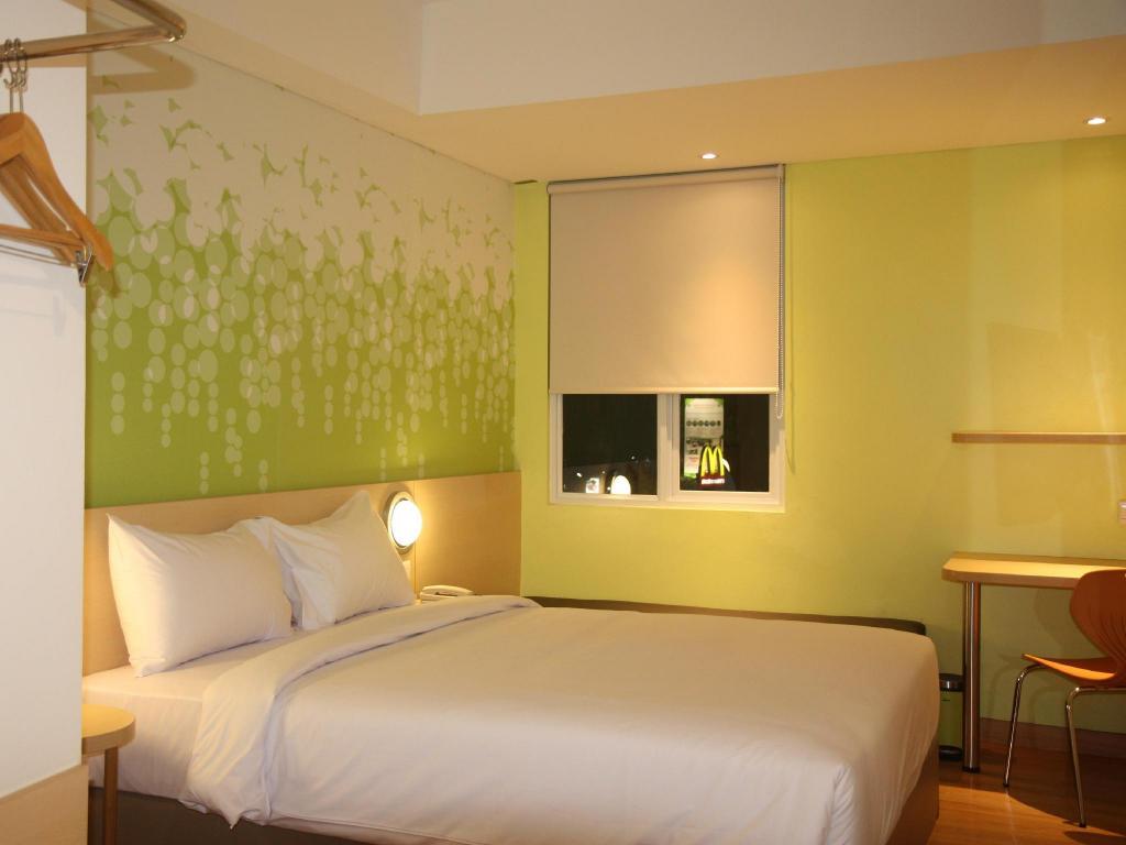 Fasilitas kamar Zest Hotel Bogor