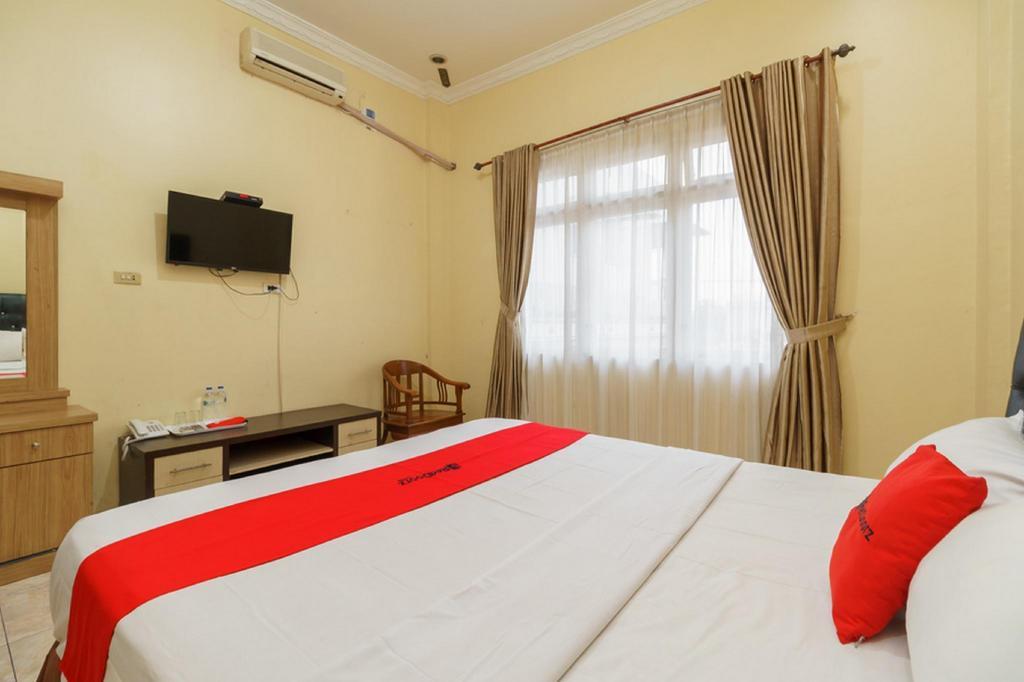 Fasilitas kamar RedDoorz Plus @ Hotel Sempurna Watervang Lubuk Linggau