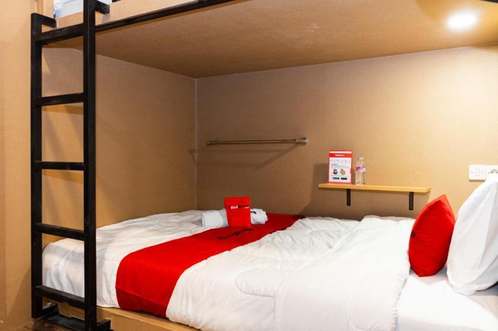 RedDoorz Hostel @ DI Panjaitan Simpang Lima