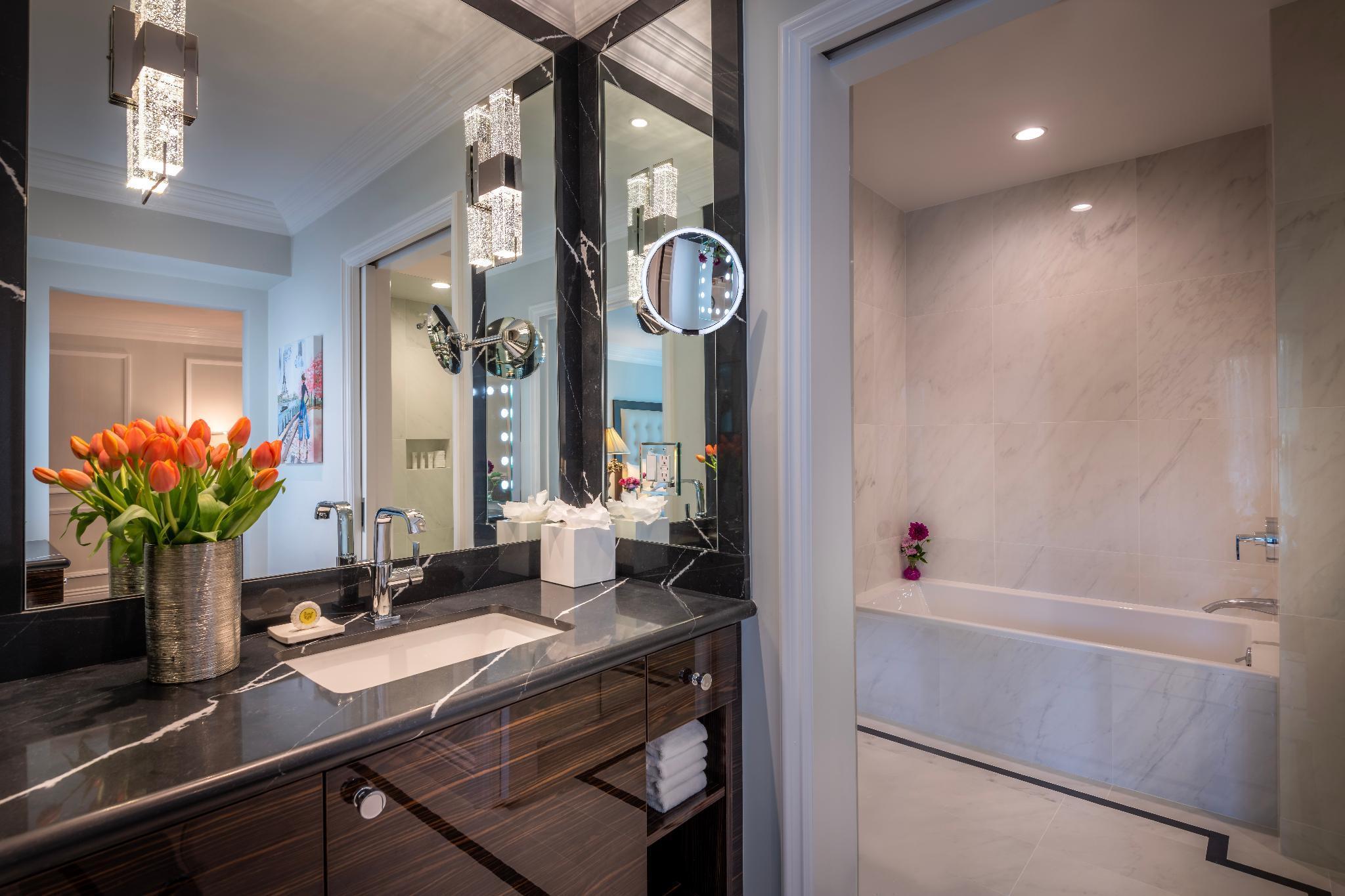 1 King Luxury Suite