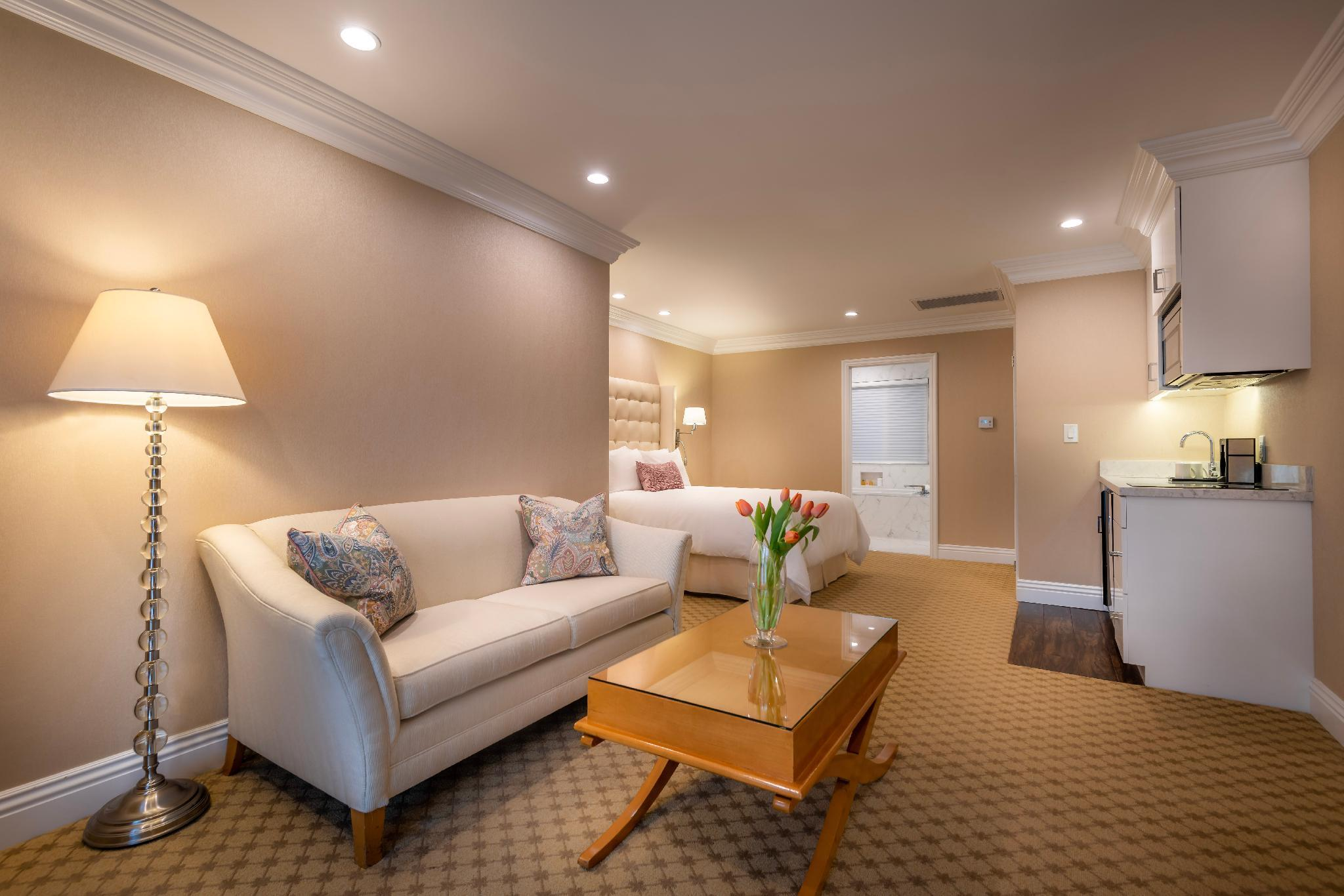Junior Suite with Queen Bed - Accessible by Stairs Only