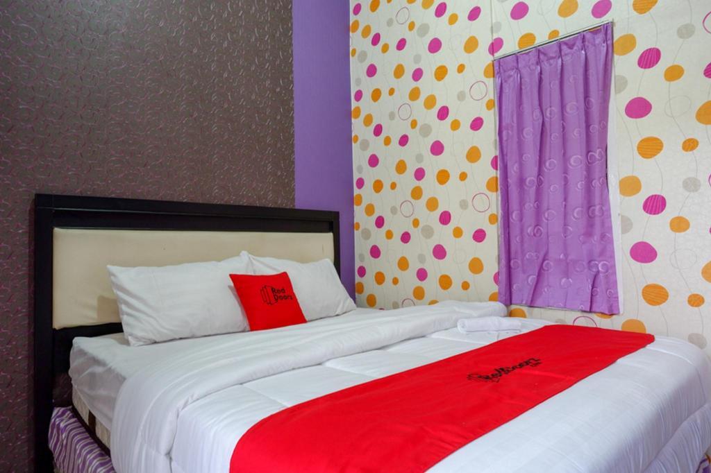 Fasilitas kamar RedDoorz near Stasiun Kebumen