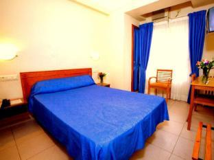 /hostal-la-lonja/hotel/alicante-costa-blanca-es.html?asq=jGXBHFvRg5Z51Emf%2fbXG4w%3d%3d