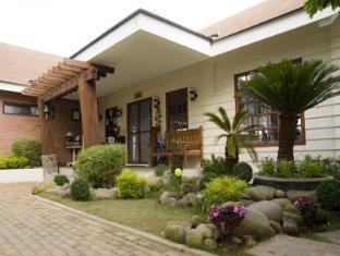 /joaquin-s-bed-and-breakfast/hotel/tagaytay-ph.html?asq=jGXBHFvRg5Z51Emf%2fbXG4w%3d%3d