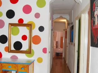 /russafa-youth-hostel/hotel/valencia-es.html?asq=vrkGgIUsL%2bbahMd1T3QaFc8vtOD6pz9C2Mlrix6aGww%3d