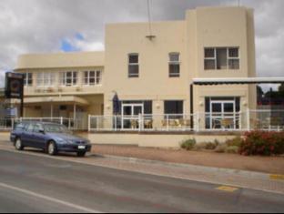 /the-neptune-grand-hotel/hotel/penguin-au.html?asq=jGXBHFvRg5Z51Emf%2fbXG4w%3d%3d