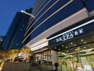 /hotel-skypark-central-myeongdong/hotel/seoul-kr.html?asq=vrkGgIUsL%2bbahMd1T3QaFc8vtOD6pz9C2Mlrix6aGww%3d