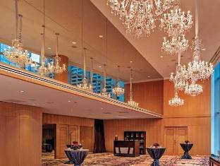 /shangri-la-hotel-toronto/hotel/toronto-on-ca.html?asq=ZehiQ1ckohge8wdl6eelNFEsU2siABPcmXh2XXXsiE%2bx1GF3I%2fj7aCYymFXaAsLu
