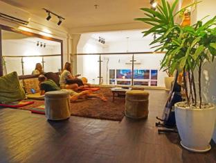 /one-stop-hostel-phnom-penh/hotel/phnom-penh-kh.html?asq=5VS4rPxIcpCoBEKGzfKvtIGccBdH%2bg5ww66KuTWLfU0%3d