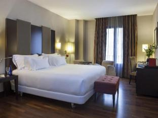 /nh-victoria-hotel/hotel/granada-es.html?asq=vrkGgIUsL%2bbahMd1T3QaFc8vtOD6pz9C2Mlrix6aGww%3d