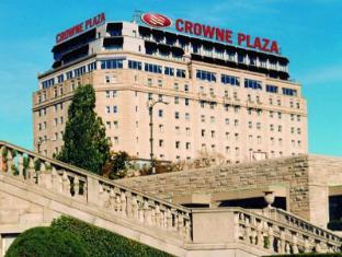 /crowne-plaza-hotel-niagara-falls-falls-view/hotel/niagara-falls-on-ca.html?asq=jGXBHFvRg5Z51Emf%2fbXG4w%3d%3d