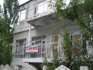 /new-world-guest-house/hotel/srinagar-in.html?asq=jGXBHFvRg5Z51Emf%2fbXG4w%3d%3d