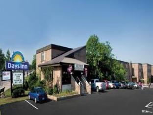 /days-inn-fallsview/hotel/niagara-falls-on-ca.html?asq=jGXBHFvRg5Z51Emf%2fbXG4w%3d%3d